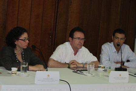 20130901233043-mesa-de-gobernanza.jpg